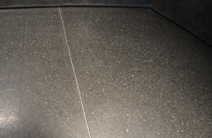 czarne-terrazzo-aluminiowa-listwa