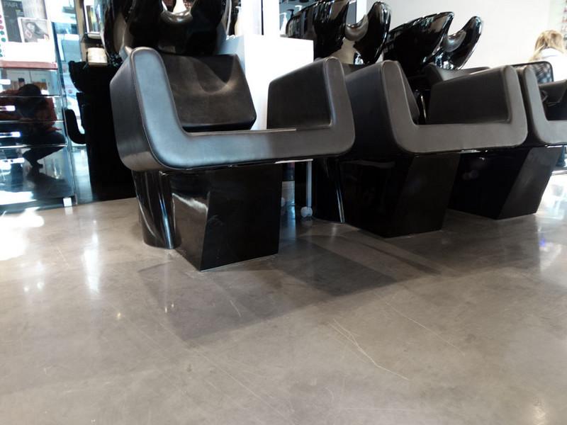 fotele-u-fryzjera-posadzka-polysk-d