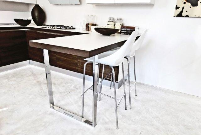 phoca_thumb_l_jasna-kuchnia-ciemne-meble-beton