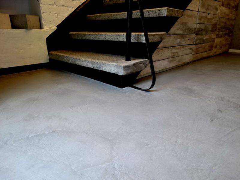 schody-stara-metalowa-porecz