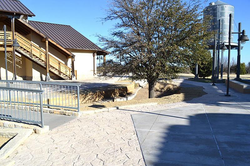 betonowa-nawierzchnia-dekoracyjna-kladka-rezerwuar-wody