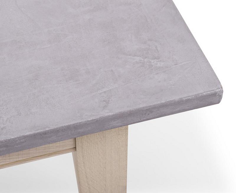 blat-stolu-pokryty-betonem