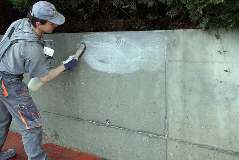 gruntowanie-betonowej-sciany-d