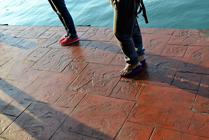 stopy-ludzie-lupek-ozdobny-pirs