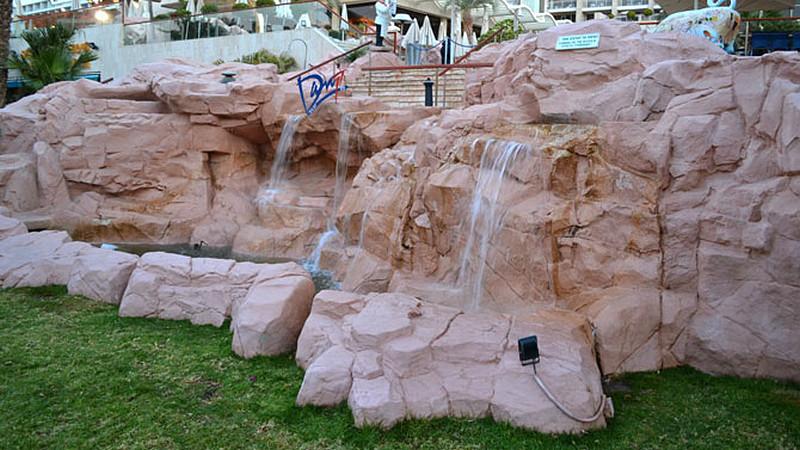 sztuczne-skaly-wodospad