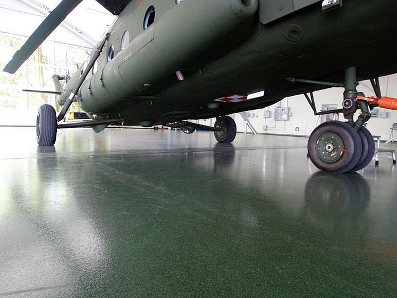 zielona-posadzka-przemyslowa-hangar