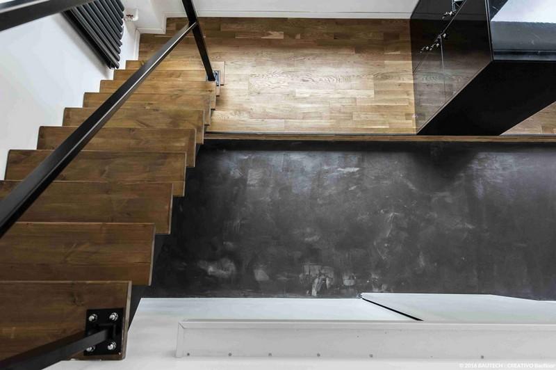 drewniane-schody-grafitowa-cementowa-posadzka